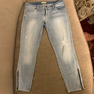 Guess Vintage Low Rise mid length skinny jeans.